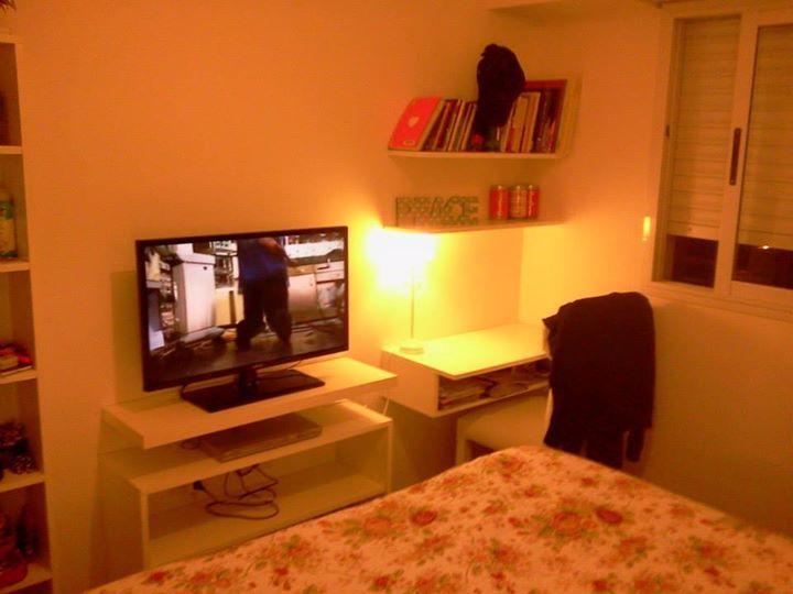 Modulo Tv + miniescritorio. Cama con cajones y estanteria para accesorios de moda. Depto 2 ambientes