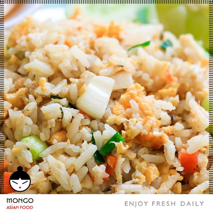 Τηγανητό Ρύζι με Κοτόπουλο , μιξ λαχανικών, αυγό και σάλτσα σόγιας...ένα πιάτο πραγματικά ξεχωριστό και πολύ διαφορετικό από το τηγανητό ρύζι που ξέρατε μέχρι τώρα! Εξωτικό πιάτο που δεν καίει ούτε φοβίζει με τα αρώματα του. #Frie_rice_with_chicken mix vegetables, egg and soy sauce...