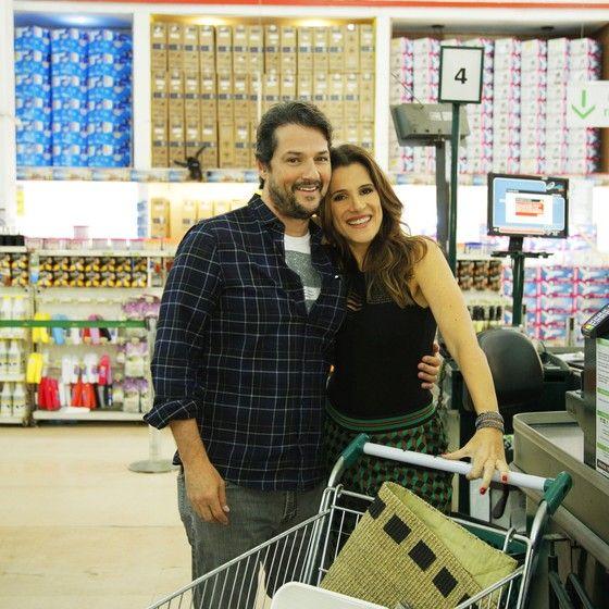 Marcelo Serrado posa com Ingrid Guimarães no programa: o ator conta que só abre a mão para gastar com os filhos e a casa (Foto: Divulgação GNT)