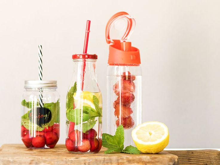 I barattoli di vetro si possono riutilizzare in molti modi: per lampade, bomboniere, bicchieri da cocktail… Ne abbiamo parlato in questo nostropost.