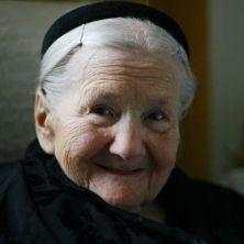 Nel 1942 Irena Sendler riuscì a portare in salvo 2500 piccoli ebrei. Arrestata e torturata non rivelò i loro nomi. E per 50 anni nessuno si è ricordato di lei. Ora un libro racconta la sua storia