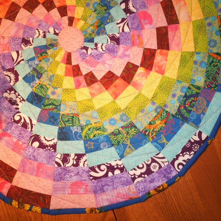 Quilted table topper - Rainbow spiral: Dolls Houses, Throw Rugs, Crafts Ideas, Rainbows Spirals, Cards Boards, Tables Runners, Doll Houses, Table Runners, Quilts Tables Toppers