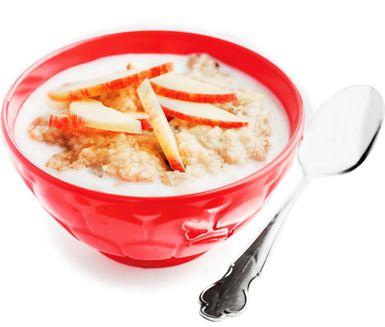 Gröt är både nyttigt och mättande, därför passar det alldeles ypperligt att servera som mellanmål eller till frukost! Här är ett lättlagat och snabbt recept på gröt med smak av äpple. Servera gröten varm tillsammans med mjölk.
