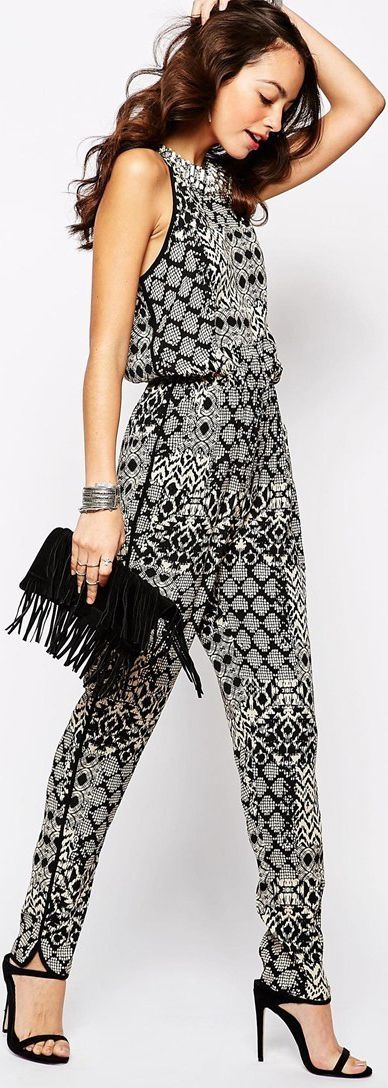 Fashion tips for wearing the latest trend... fringe...  www.boomerinas.co...