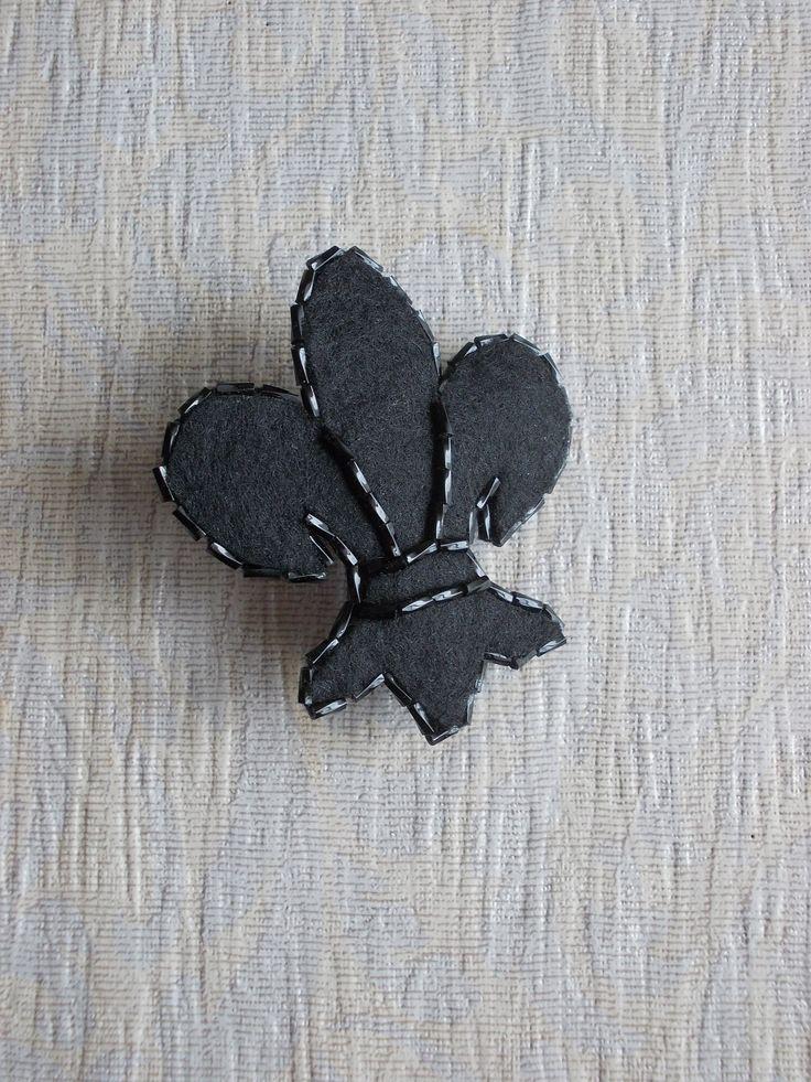 Black brooch, fleur de lis jewelry, black flower brooch, fleur de lis brooch, Gothic brooch, Medieval style brooch, #fleurdelis #black #brooch #flerdelis #flordelis.