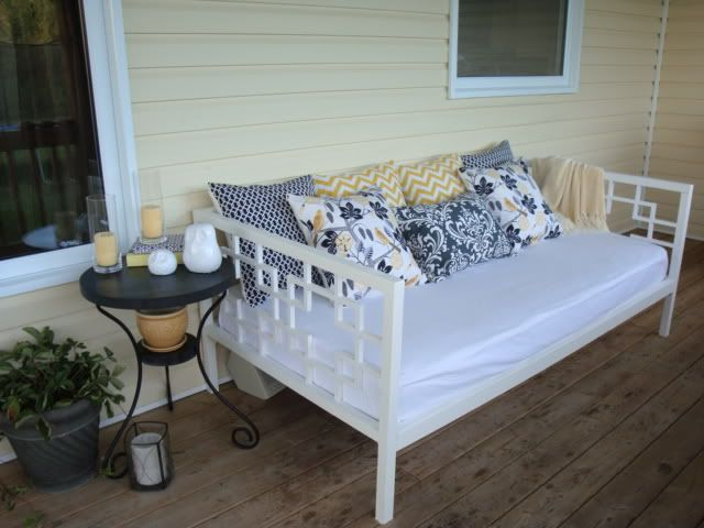 Plans for a DIY daybed. Ana White | Build a JRSMRS's $50 Daybed | Free and Easy DIY Project and Furniture Plans