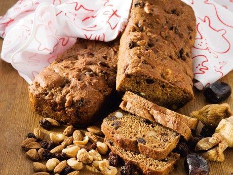 Jättebra recept på fruktbröd! Ett grovt men ändå saftigt bröd som gör sig väldigt bra med stark ost på.