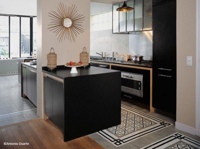 Résultats Google Recherche d'images correspondant à http://cdn-maison-deco.ladmedia.fr/var/deco/storage/images/maisondeco/conseils-pratiques/revetements-sols/carreaux-de-ciment/carreaux-de-ciment-gris-cuisine/1592590-1-fre-FR/Carreaux-de-ciment-gris-cuisine_w641h478.jpg