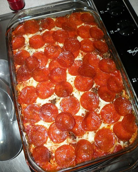Easy pepperoni casserole: Eggs Noodles, Casserole S, Ground Beef, Yummy Food, Sauces, Recipes, Yummyfood, Pizza Casseroles, Dinners Ideas