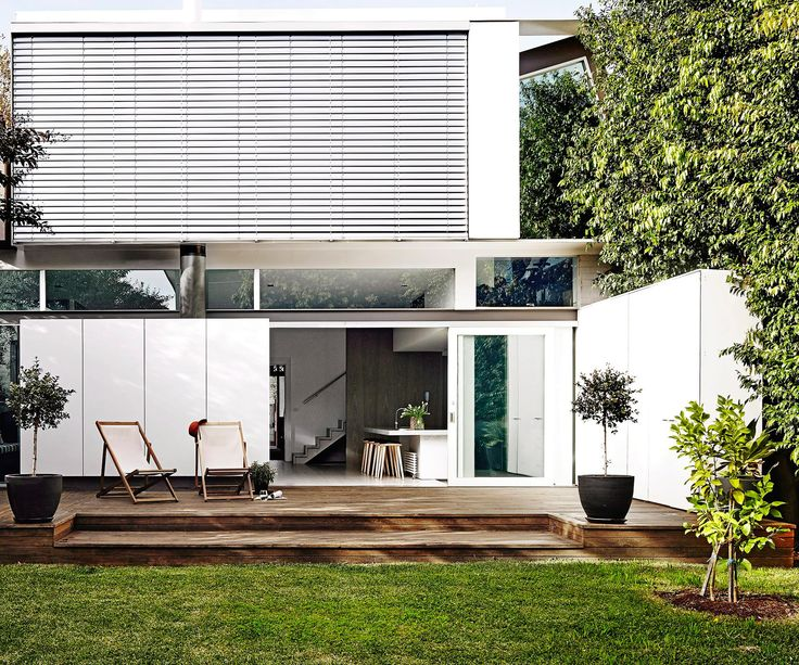 Clean and minimalist – but not boring! Create a cool contemporary oasis with these tips from gardening expert Dale Vine.