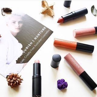 Ultra glossy, long wearing, luxuriously rich lip glosses and lipsticks ✔️✔️ Lovely picture of our NEW Style Icons Organic range #adorncosmetics #styleicons