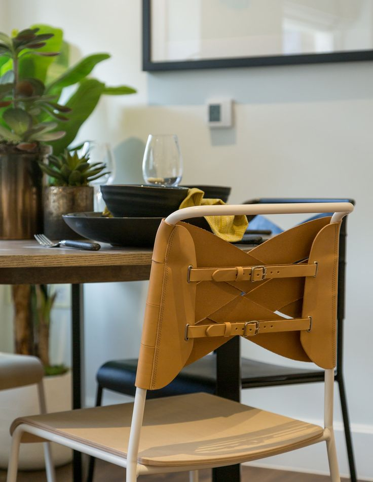 Stylishly contemporary to suit our fashionable Islington apartment design, these trendy dining chairs are finished with luxurious genuine leather, adding an organic feel to the lacquered metal frame.