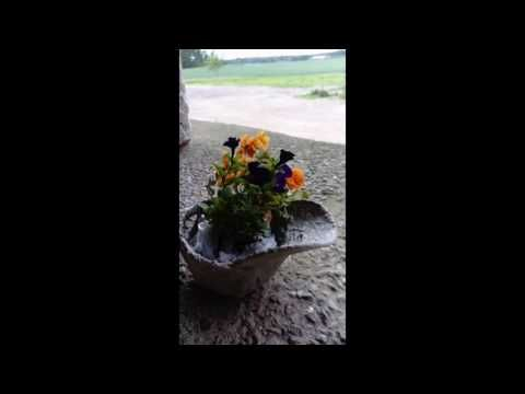Baseballcap Garden decoration, flower stand from Tsila Concrete-Art