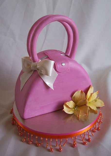 Pink purse cake | Flickr
