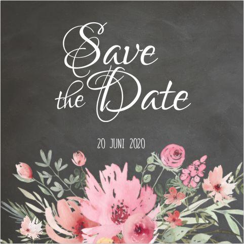Romantische vierkante Save The Date kaart voor jullie bruiloft! Met krijtbord look en sierlijke bloemenkrans. Geheel zelf aan te passen! Gratis verzending in Nederland en België.