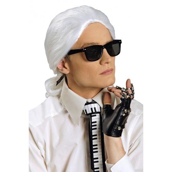 Witte pruik met staart  Karl Lagerfeld look a like pruik. Witte pruik met lang haar en staart ook goed te gebruiken voor u historische feesten en partijen.  EUR 12.95  Meer informatie
