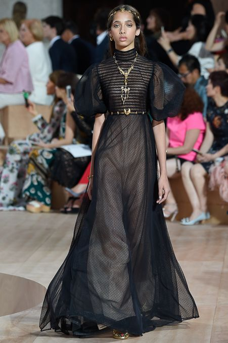 Valentino - Fall 2015 Couture - Look 52 of 60?url=http://www.style.com/slideshows/fashion-shows/fall-2015-couture/valentino/collection/52