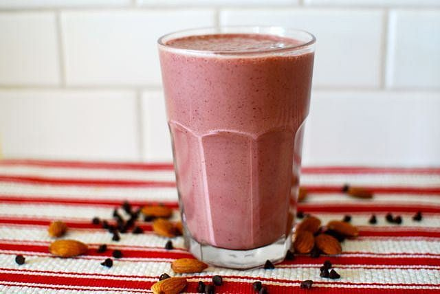15 Kid-Approved Smoothies Perfect For Busy Mornings (or Any Time of Day!): Get out the blender, mama!