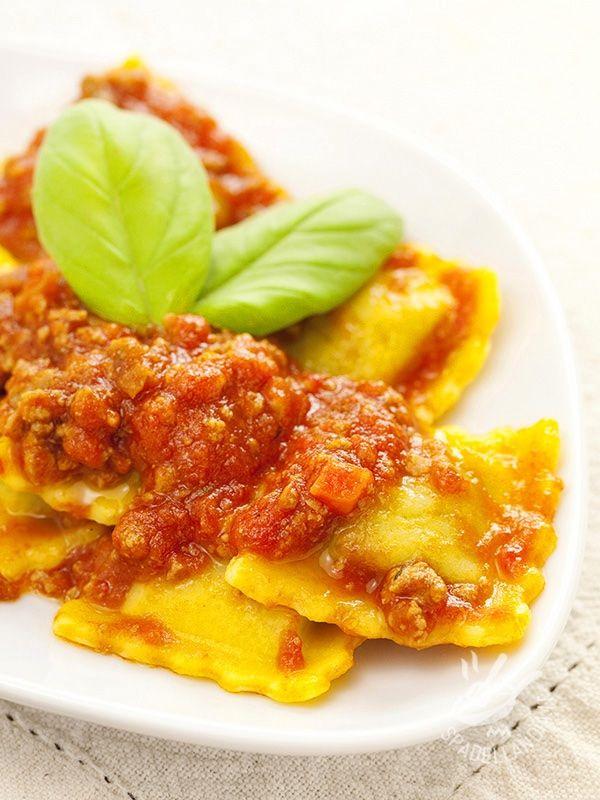 Ravioli with tomato - I Ravioli con dadolata di pomodoro sono un must della tradizione, un classico intramontabile del quale vanno ghiotti tutti, anche i bambini!