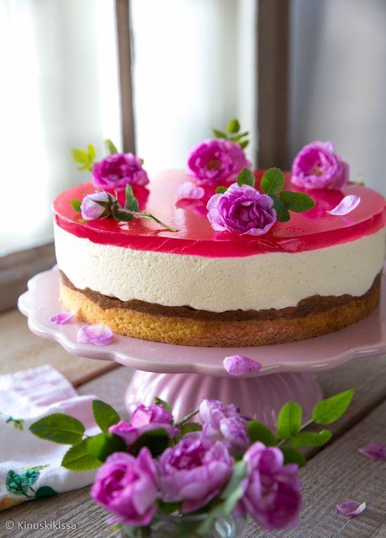 Ruusuinen raparperikakku | Kinuskikissa | Bloglovin' // Rhubarb Cheesecake with Rosewater
