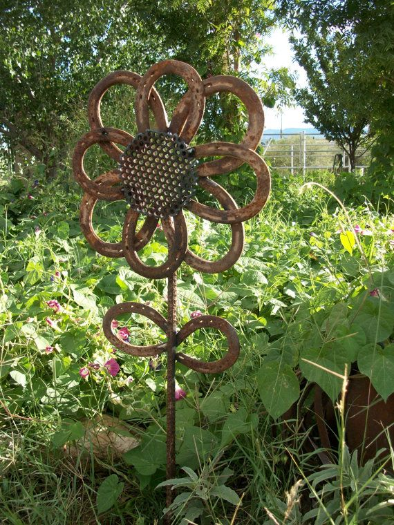 Rustic Horseshoe Sunflower < My Husband will have to make this for me >