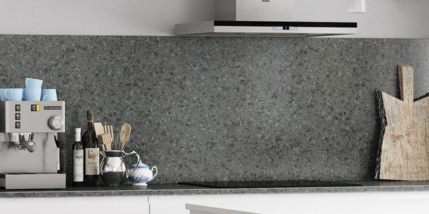 Linea keuken   Combineer het eenvoudige met jouw eigen stijl. Zorg voor contrast met de spatpanelen die verkrijgbaar zijn in alle werkbladlaminaatkleuren van Kvik.