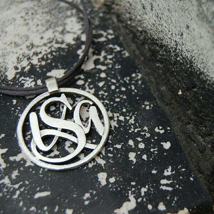 ISA. Penjoll. Colgante. Pendant. Pequeñas joyas, grandes detalles. Small jewels, great gifts. www.argentumwords.com
