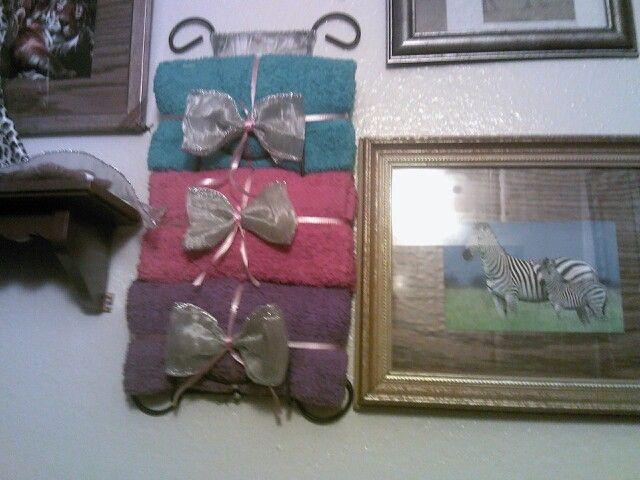 Mi toalla de mi baño q esta decorado de zebra y tigre