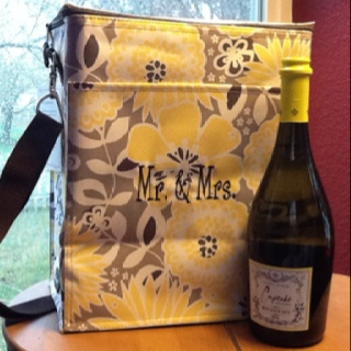 Wedding or Shower Gift: personalized Thirty-One Gifts Picnic Thermal Tote.    www.mythirtyone.com/laurat: Picnics Thermal, Thermal Totes, Shower Gifts, Gifts Ideas, Bridal Gifts, Thirtyon Gifts, 31 Ideas, Wine Bottle, Wedding Gifts