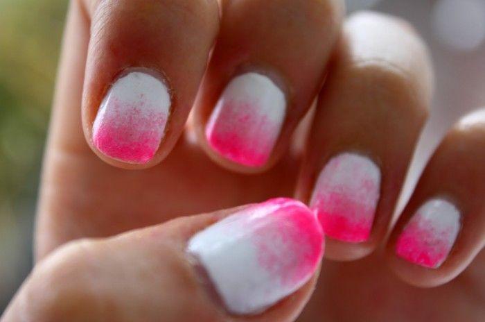 1.breng witte nagellak aan 2.doe een sponsje in de bijv. roze nagellak(niet al te veel) 3.druk het roze sponsje tegen de bovenste helft van je nagel(niet al te hard)