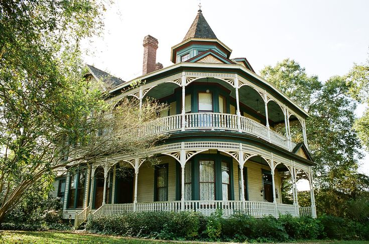 I Love Old Victorian Houses With Wrap Around Porches My