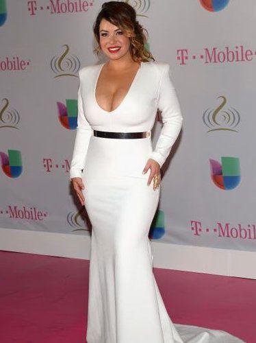 Moda para latinas: Cinturones dorados para todo tipo de figura | ¿Qué Más?