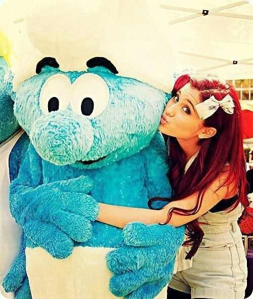 Ariana Grande & Smurf ♥ long curled cherry coke red hair with cute bow