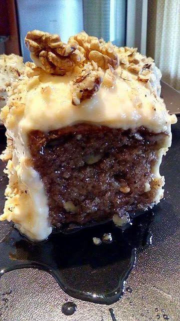Κοινοποιήστε στο Facebook Αφράτη ,γλυκιά,εντυπωσιακή καρυδόπιτα με μπόλικη κρέμα πατισερί !!! Υλικά 10 αυγά χωρισμένα κρόκοι με ασπράδια 1/2 φλιτζάνι τσαγιού ζάχαρη 1/2 φλιτζάνι τσαγιού καρυδόψιχα 1/2 φρυγανιά κοπανισμένη 1 κουταλάκι του γλυκού κανέλα 1 κουταλάκι του γλυκού γαρύφαλλο 1...