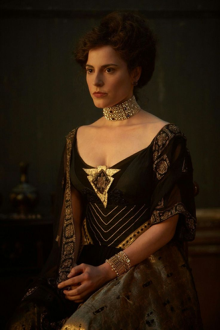 Adele Bloch-Bauer - Antje Traue in Woman in Gold (2015).