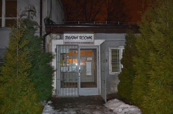Aby wyjść trzeba najpierw wejść :)  Jigsaw Rooms Katowice www.jigsawrooms.pl                Wyjdziesz?