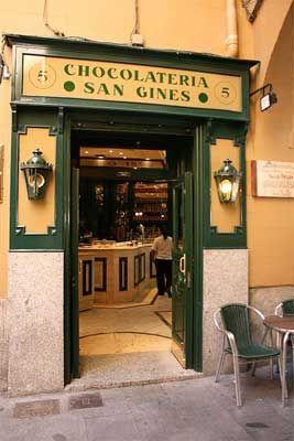 Churros con Chocolate en San Gines, un clásico de Madrid.