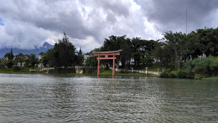 Gate in the lake...