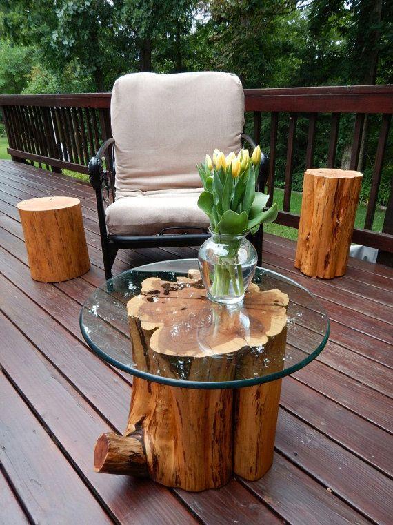 Artículos similares a Mesa de troncos de cedro rojo, pieza de soporte o el acento en Etsy