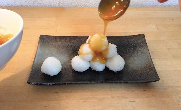 【簡単レシピ】冷ご飯で作る「みたらし団子」は材料たった4つだけ / 小腹がすいたときにぴったりだよ♪ | Pouch[ポーチ]