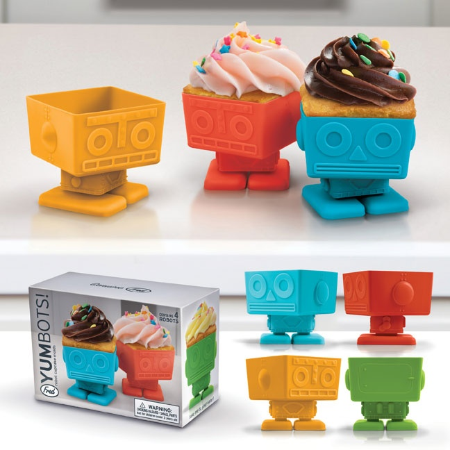 I don't really even like cupcakes, but I'll eat them out of these super cute little robots. They're too adorable for words <3