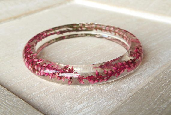 Resin bangle bracelet Pink dried flowers by NewJewelleryStory