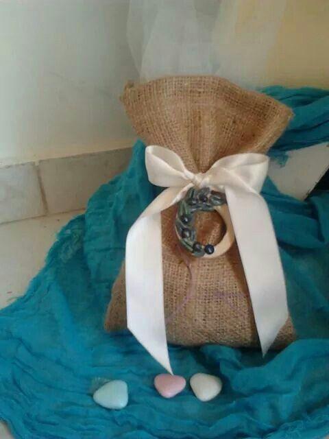 Μπομπονιερα γαμου πουγκι λινατσα με στεφανακι ελια