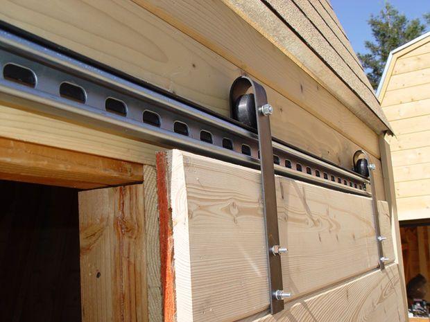 Making a sliding barn door using skateboard wheels. http://www.instructables.com/id/Make-sliding-barn-doors-using-skateboard-wheels/step5/Hanging-the-rail/