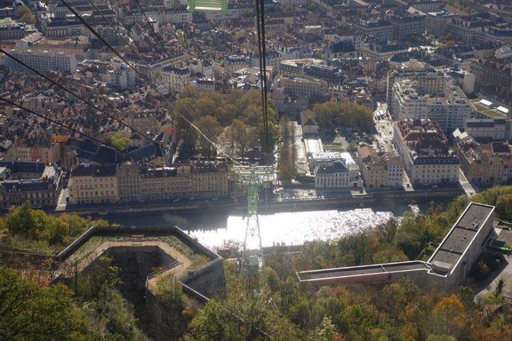 Fotoğraf çekmek için ideal. Yükseklik korkusu olanlar binmesin. Açık havada Mont Blanc görünüyor... Daha fazla bilgi ve fotoğraf için; http://www.geziyorum.net/grenoble/