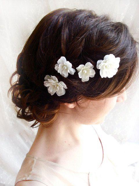 White flower hair pins -- Trabas para el pelo de flores blancas
