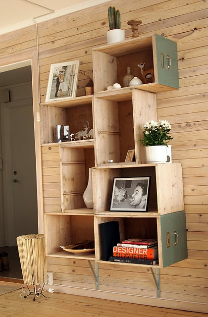 !: Houses, Old Drawers, Wine Crates, Diy Bookshelf, Shelves, Diy Bookca, Wooden Wall, Bookshelf Ideas, Crafts