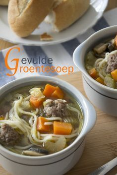 Gevulde groentesoep Ingrediënten voor 6 personen  200 gram soepvlees (rundvlees) 200 gram rundergehakt halve eetlepel gehaktkruiden 2 eetlep...