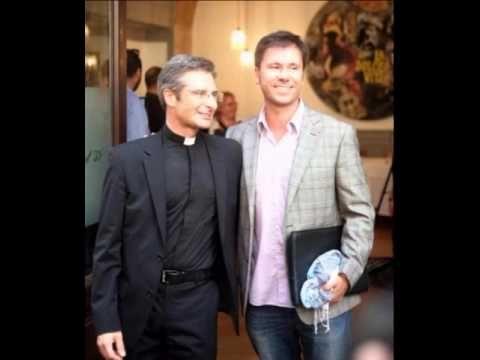 """Vaticano, monsignor Charamsa: """"Ecco l'uomo che amo, in un libro metterò ..."""