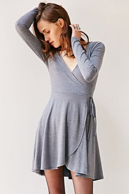 Cute spring dresses that can be dressed up or down. We love this comfy, cotton wrap dress that can be worn to a dinner party, concert, or walk in the park. Pair it with a denim jacket and sneakers for a more dressed-down vibe.